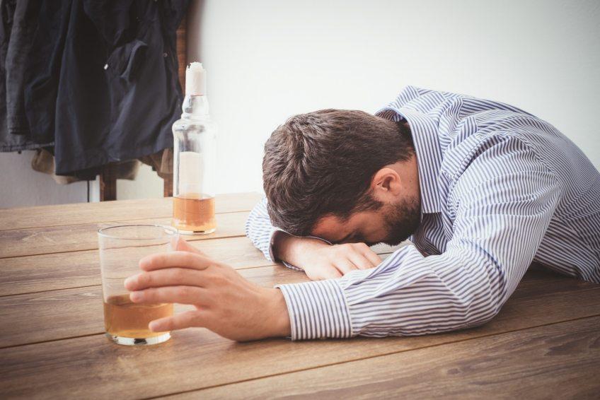 Алкогольный психоз - основные причины, классификация и лечение