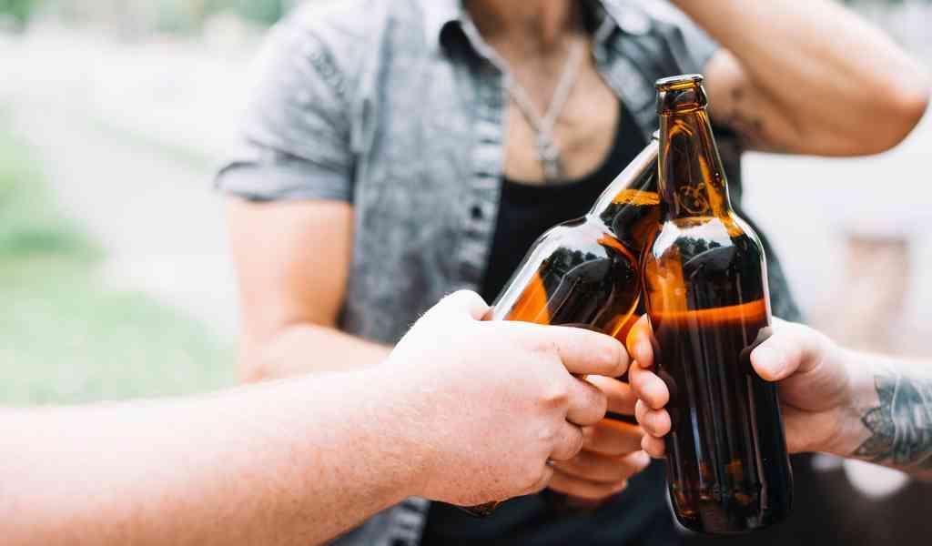 Как алкозависимые манипулируют близкими