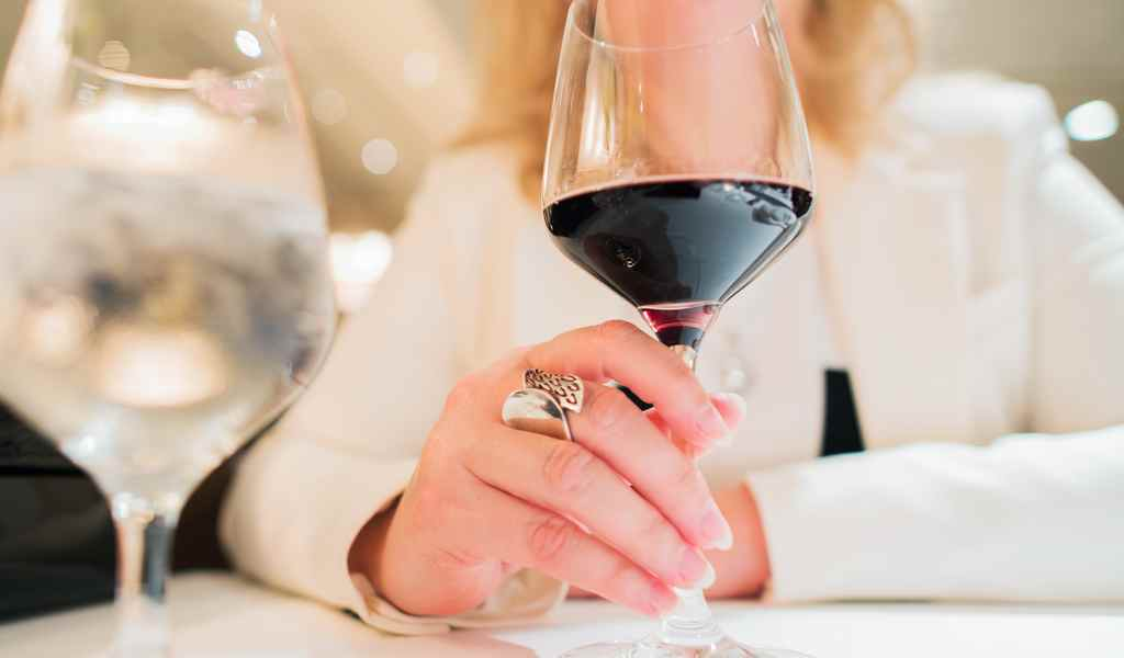 Лечение женского алкоголизма в Москве анонимно